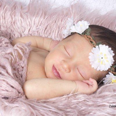 otthoni újszülött fotózás