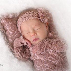 Újszülött fotózás – kislány ruhák kellékek