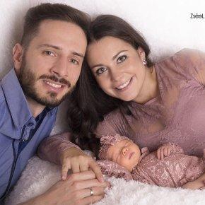 Újszülött fotózás családi képek