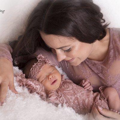 újszülött fotózás anyával