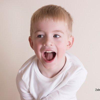 gyerek fotózás stúdióban