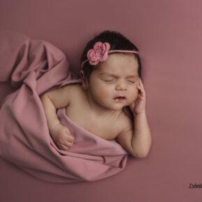 Kreatív újszülött fotózás minőségi retusált fotók